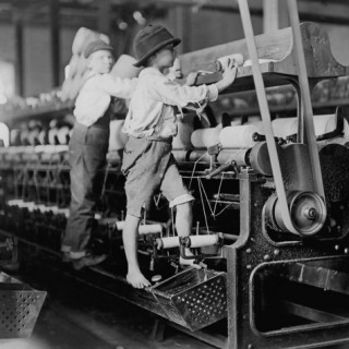 Anak-anak bekerja pada pabrik kapas di Macon, Georgia, pada Januari 1909.