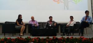 Gambar 14: Diskusi panel keempat penerima penghargaan dipandu oleh Prof Lim.